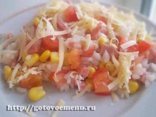 рис с помидорами и мясопродуктами
